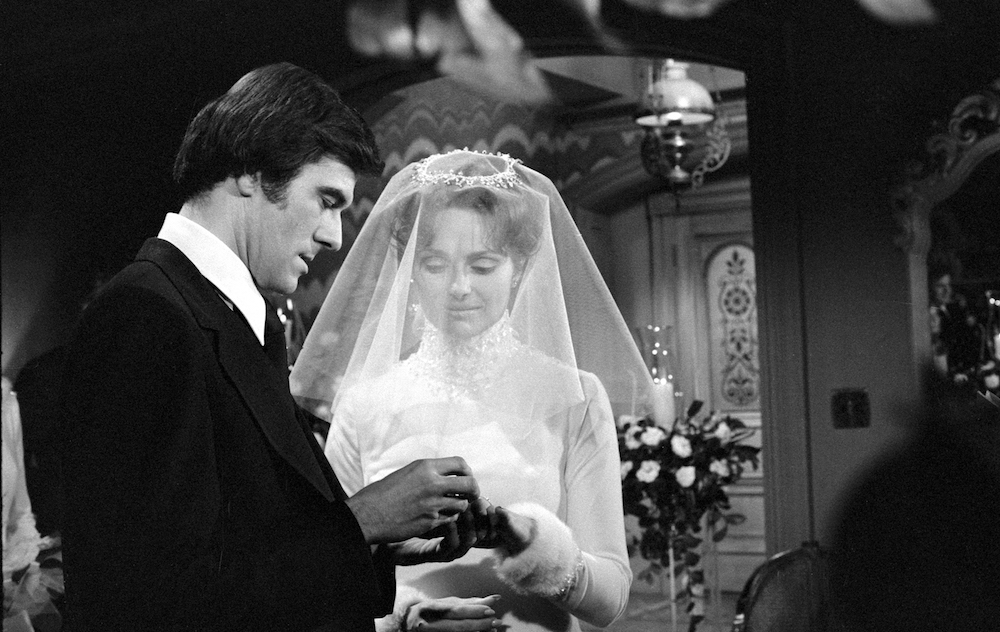 Y&R Brad and Leslie's wedding - CBS/Getty