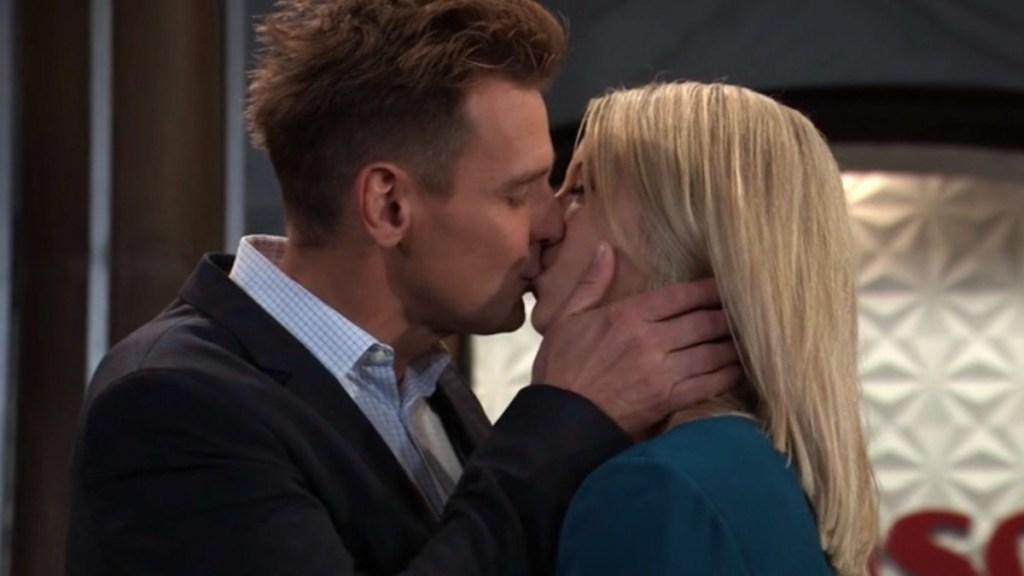 GH Jax Nina kiss
