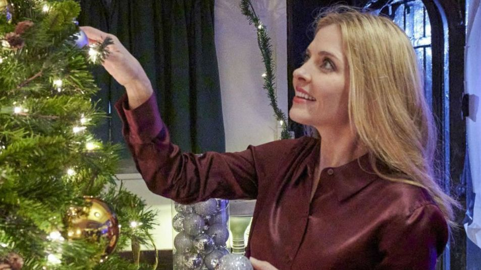 Jen Lilley USS Christmas