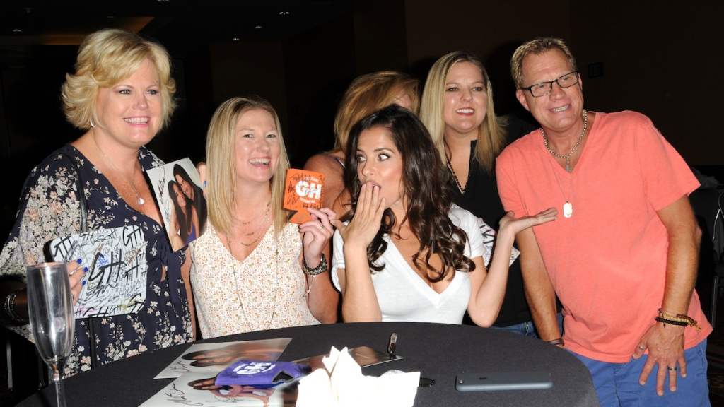 Kelly Monaco with fans
